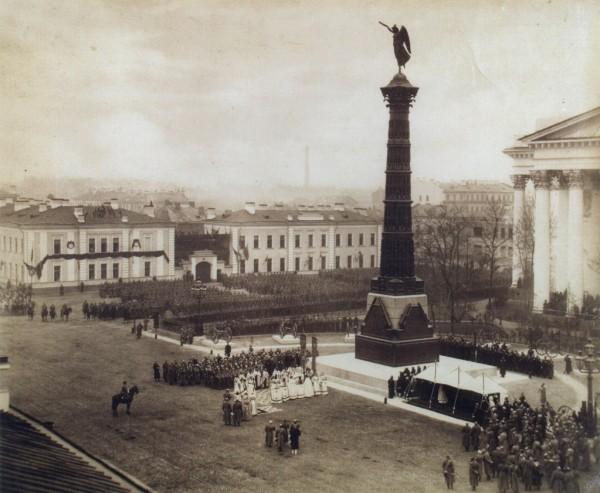 Торжественная церемония открытия памятника перед Троицким собором 1886