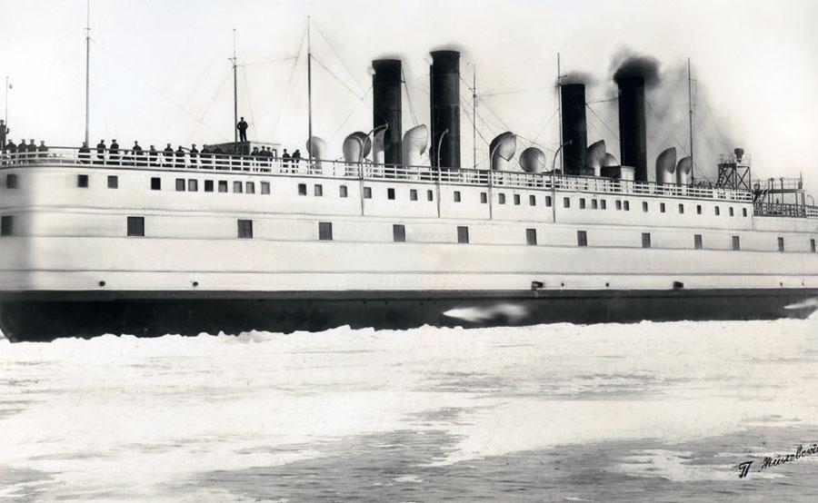 Ледокол-паром  в плавании. Фото П. А. Милевского. 1900-е
