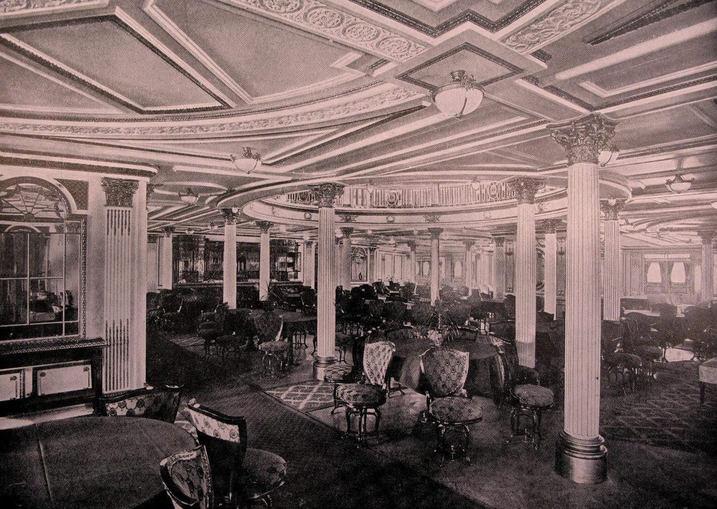 Обеденный зал  первого класса верхней палубы