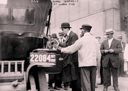 Прибытие Альфреда Вандербильда на пирс компании Cunard