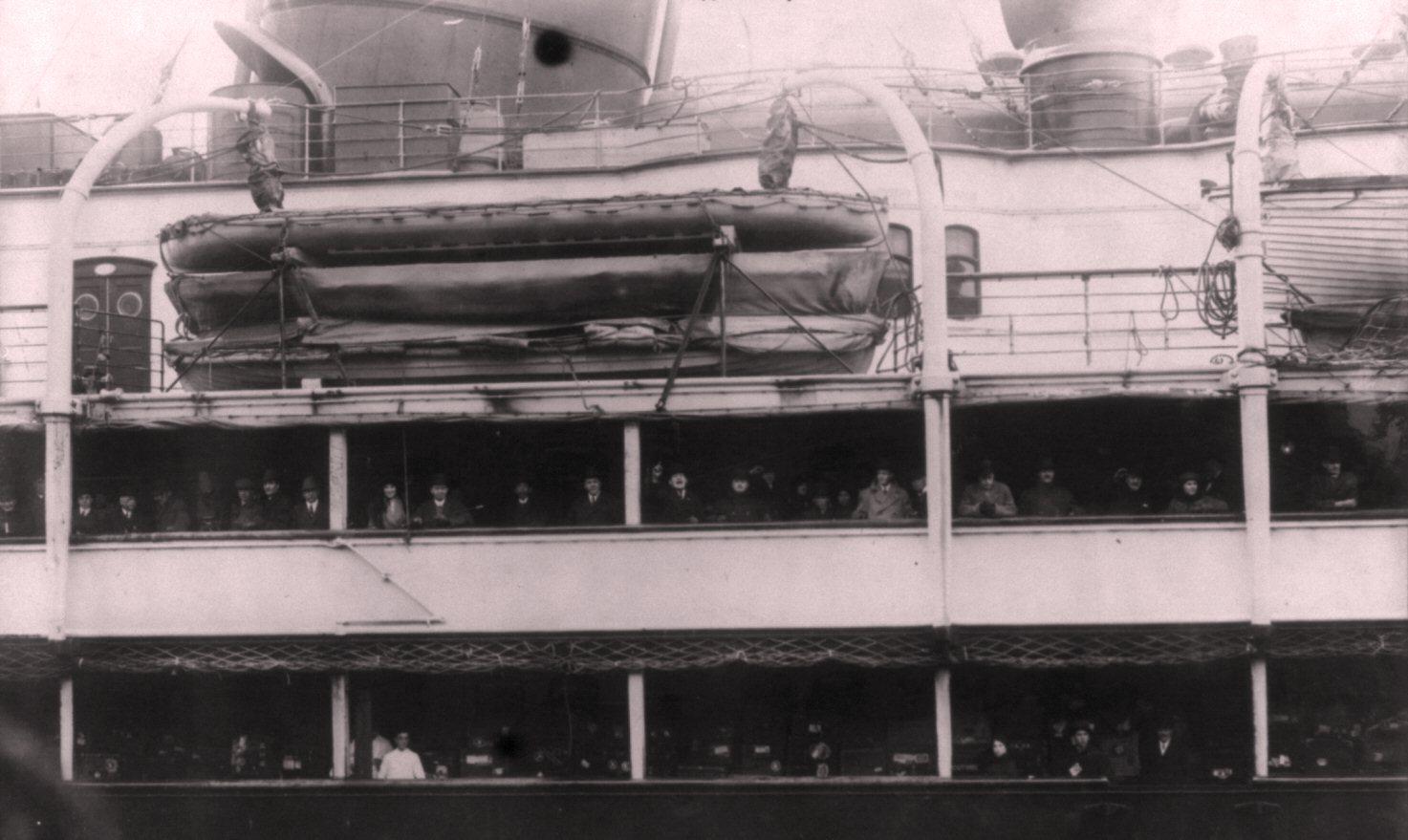 На палубах перед отправлением