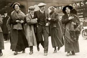 Спасенные пассажиры на станции на Лайм-стрит, Ливерпуль