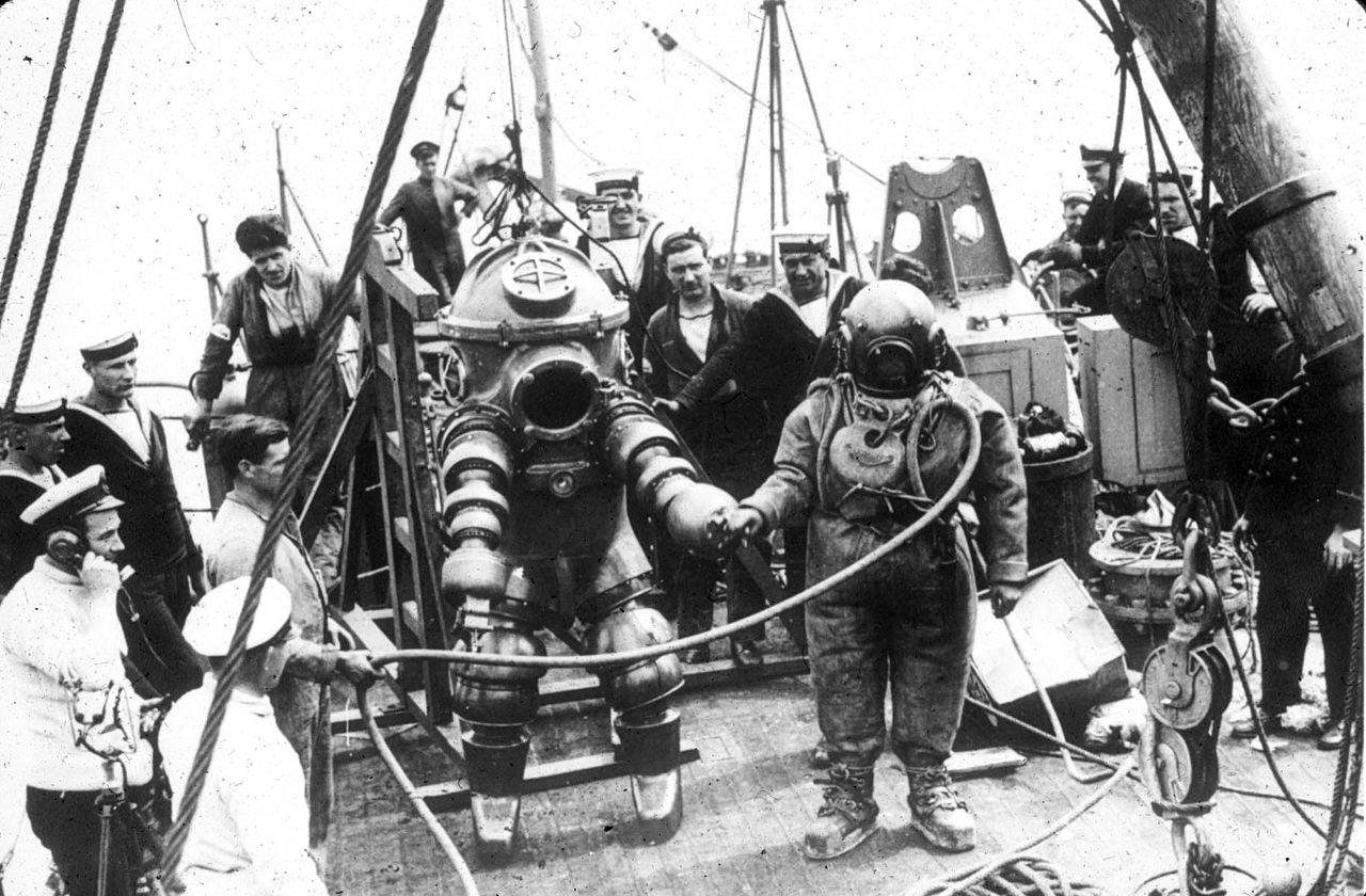 Исследование обломков Лузитании в 1935 году. Джим Джаррет был главный водолаз и совершал погружения на 312 футов...