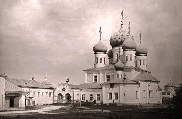 Троицкий собор Макарьева Калязинского монастыря.