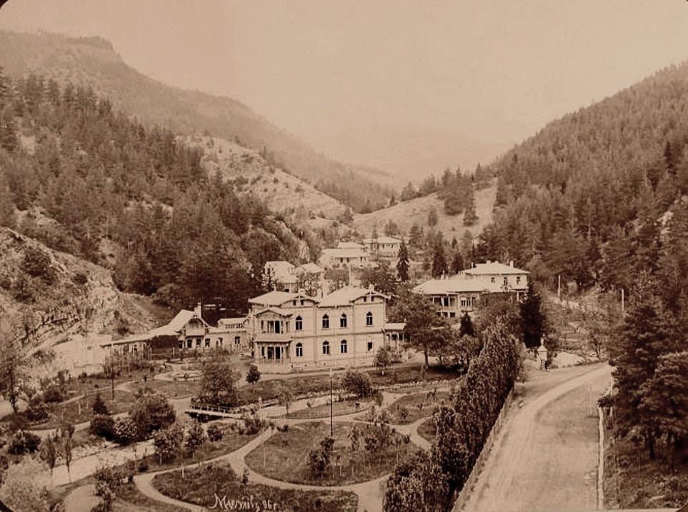 Общий вид дворца наследника цесаревича Георгия Александровича в Абастумане. 1896 г