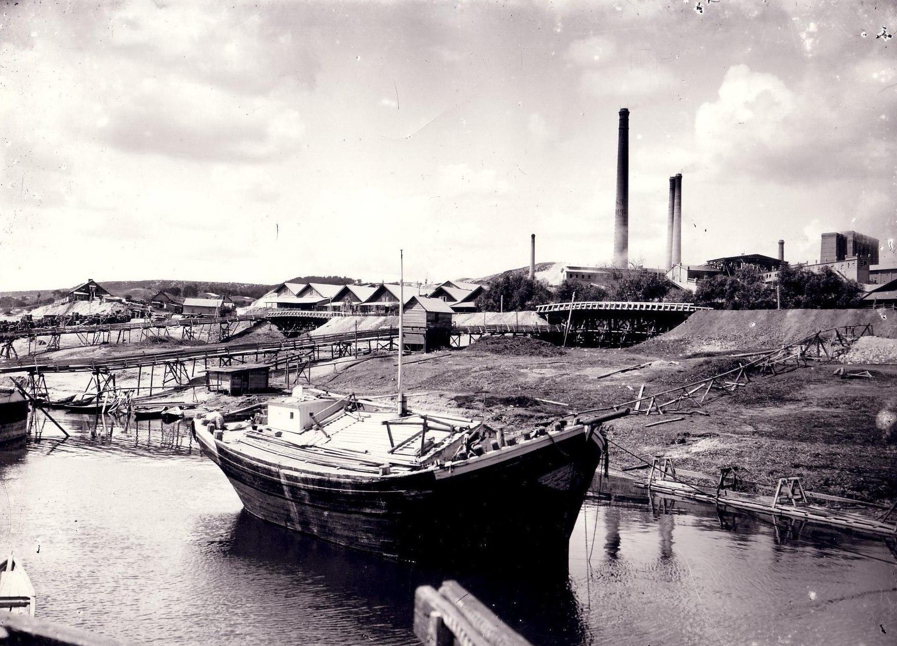 Пристань Вольска. На заднем плане часть завода Гильдебрандта.