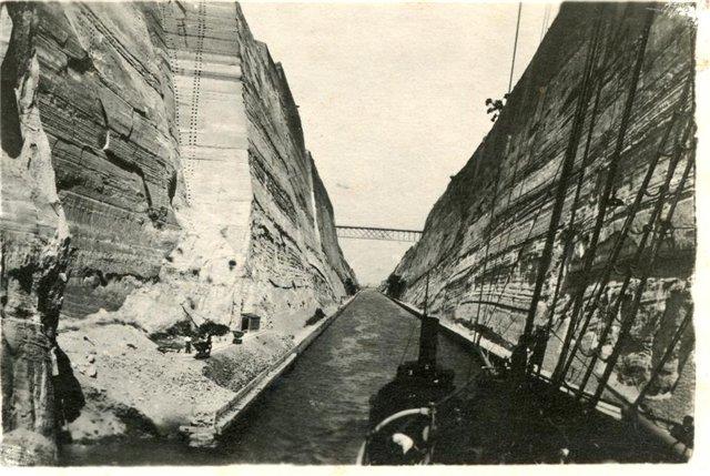 Переход кораблей по Коринфскому каналу