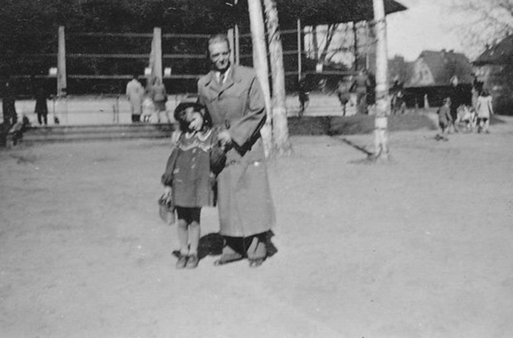 Фото  из Контанка. Мой дед и мама. 1942 год.