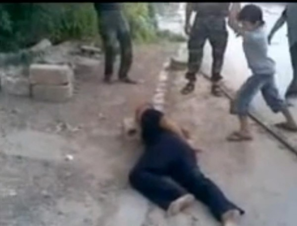 Syrian_Rebels_Make_Child_Behead_Prisoner
