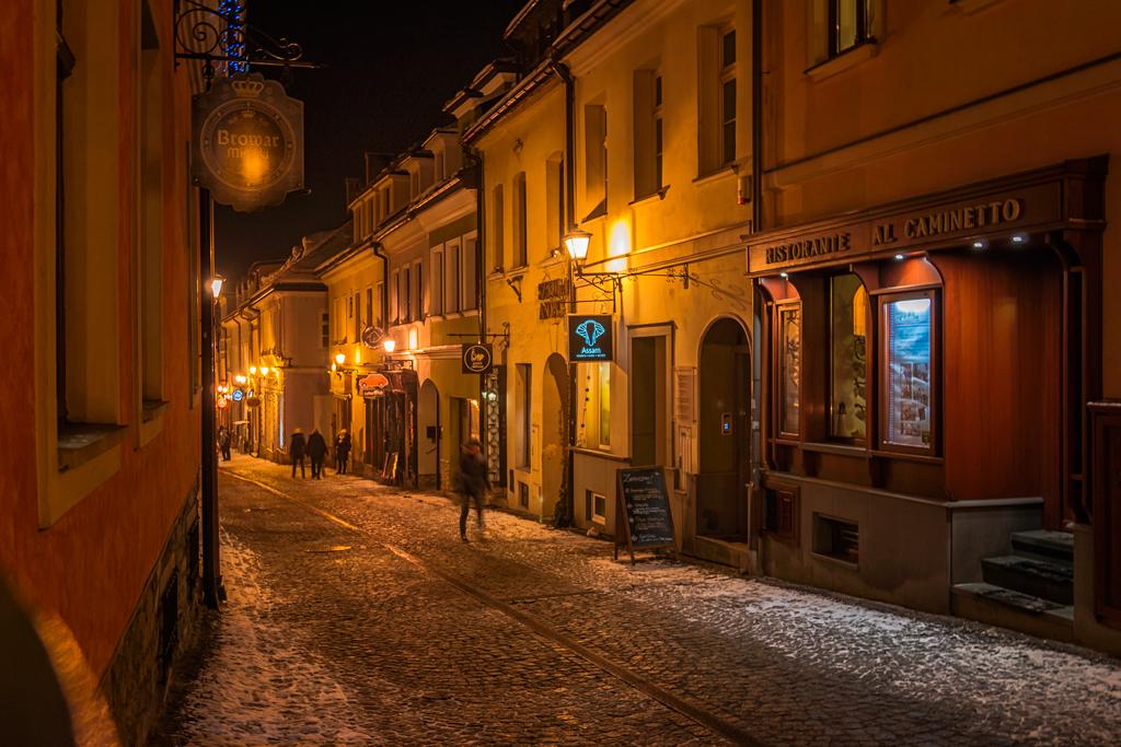 Ночная улица в Бельско-Бяла в Польше