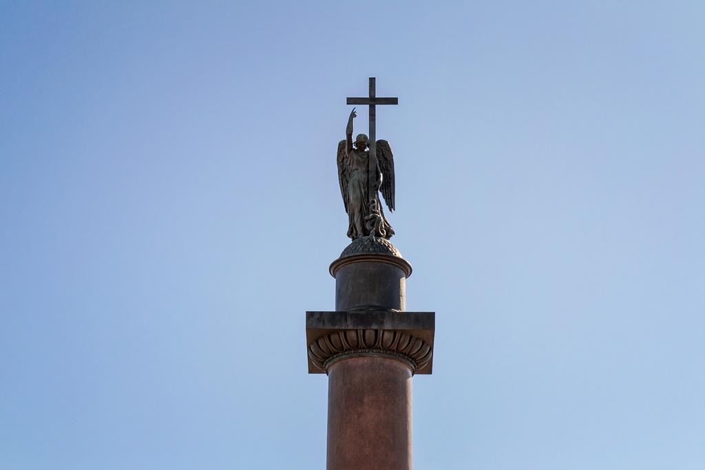 Ангел на вершине Александровского столба по образу Кульман