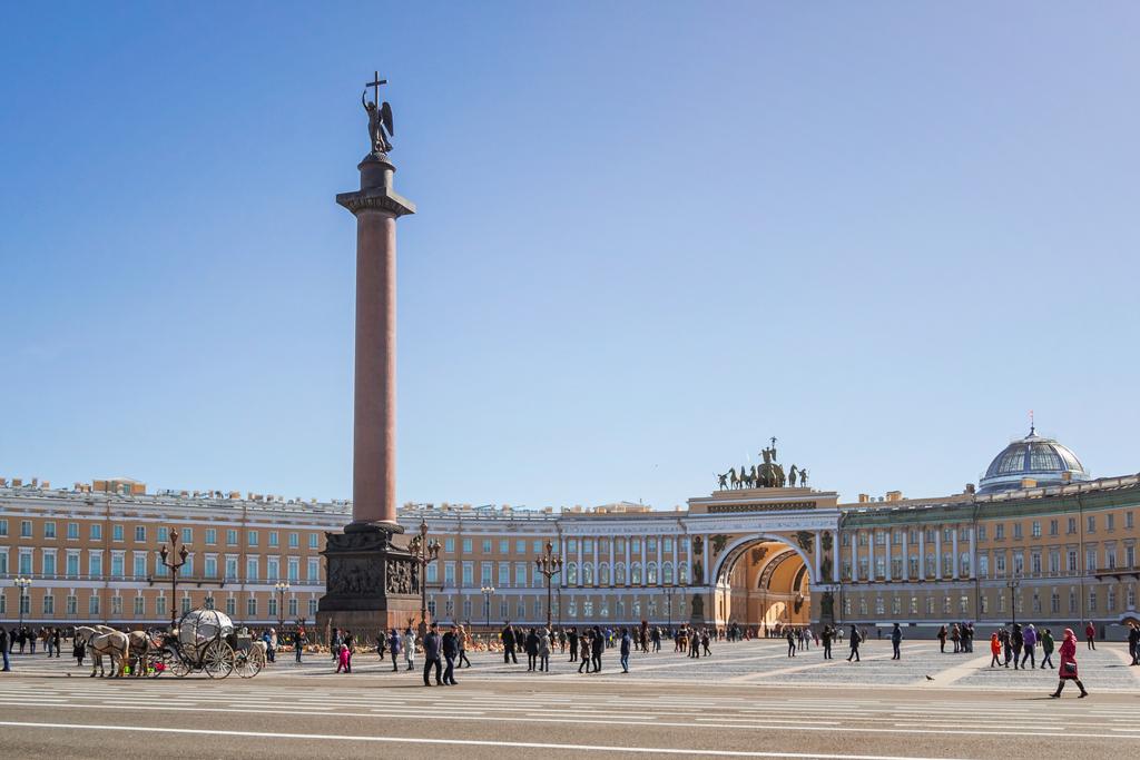 Алексндровская колонна на Дворцовой площади и арка Генштаба