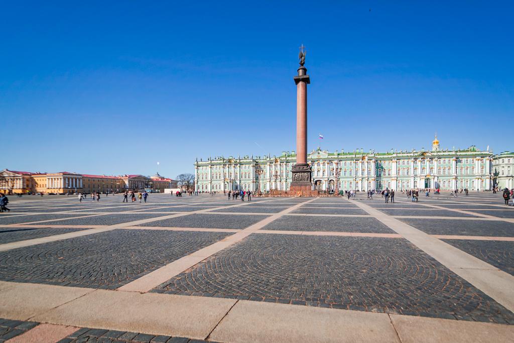 Дворцовая площадь в Петербурге и Александровская колонна