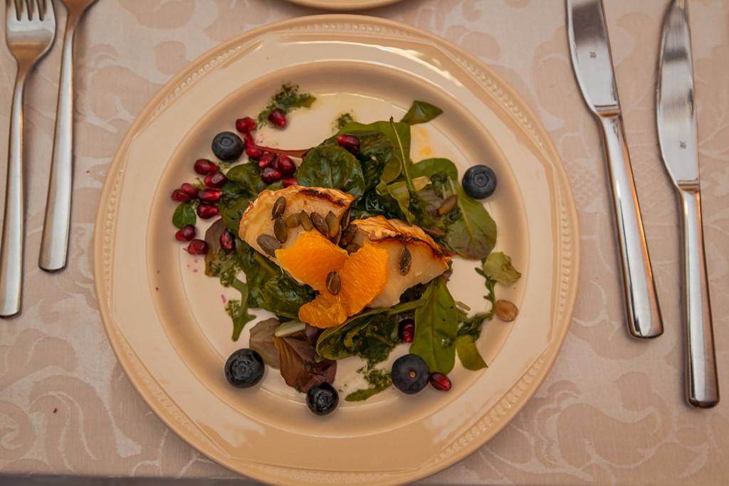 Утка с черносливом в ресторан Tõllakuur, Эстония