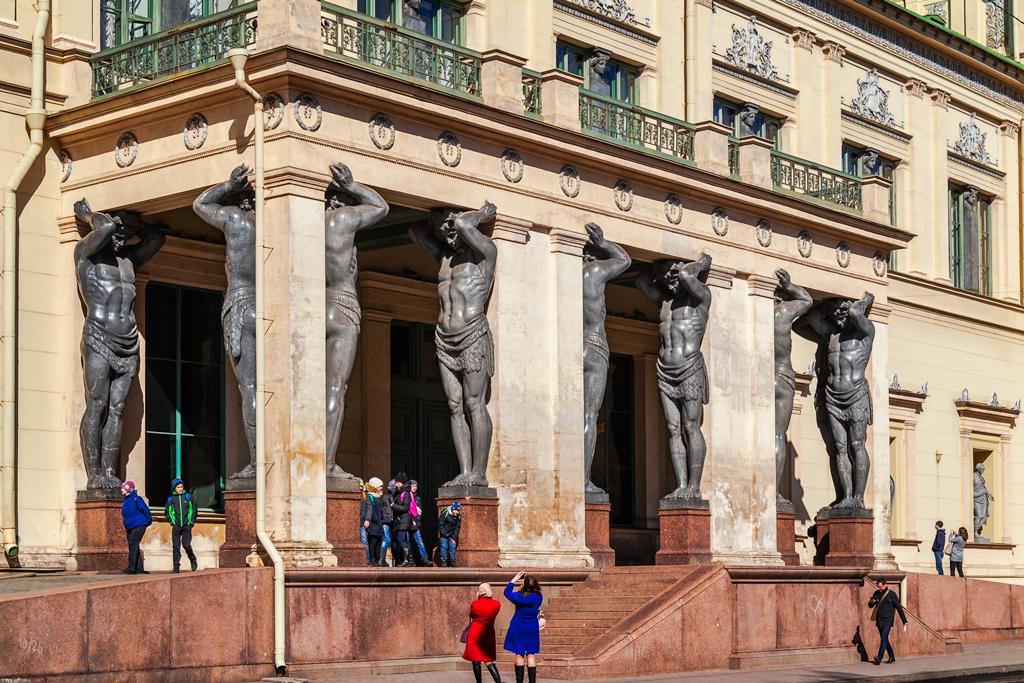 Легенды, мифы и история атлантов на миллионной улице в Петербурге