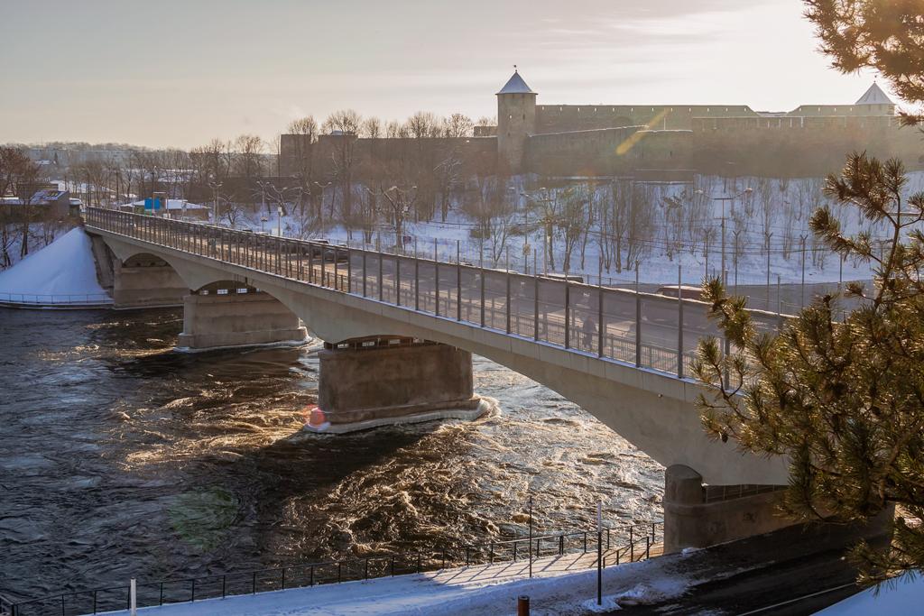 Мост Дружбы или граница между Эстонией и Россией в Нарве и Ивангороде