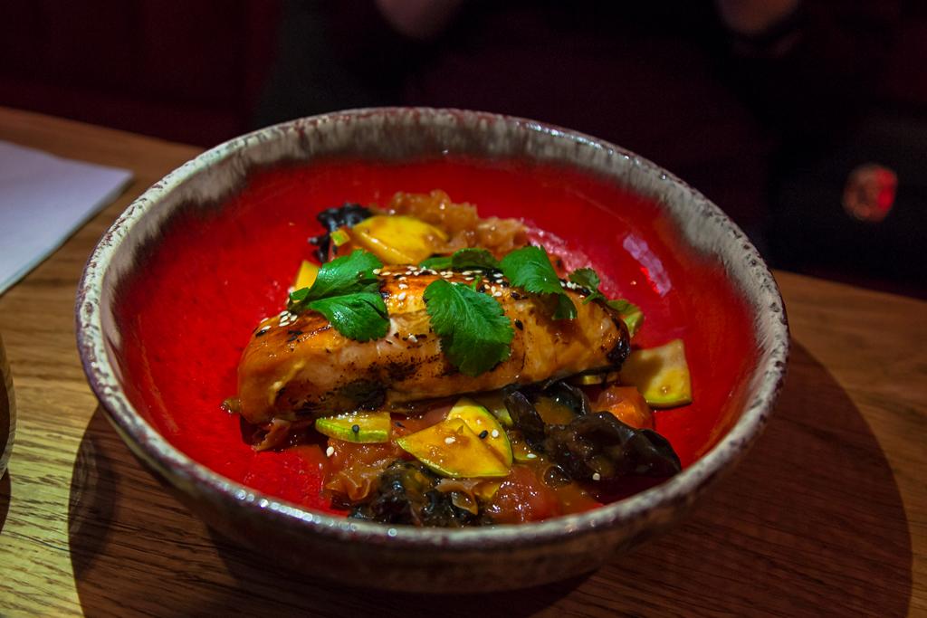 Лосось с томатами в ресторане Made in China на Большой Морской улице в Петербурге