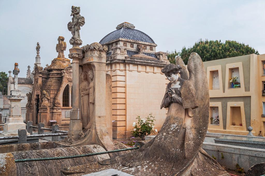 Модернистское кладбище в Льорет-де-Мар
