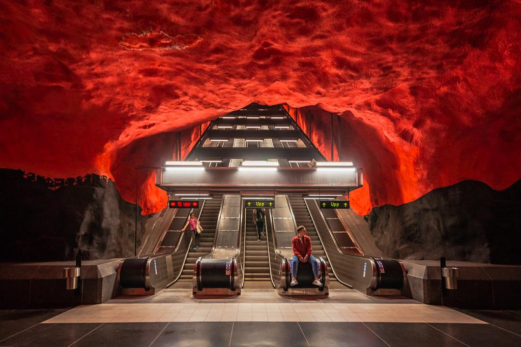 Станция Солна Центрум в метро Стокгольма в хорошем качестве. Solna Centrum