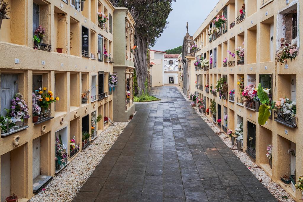 Модернистское кладбище в Льорет Де Мар. Lloret De Mar