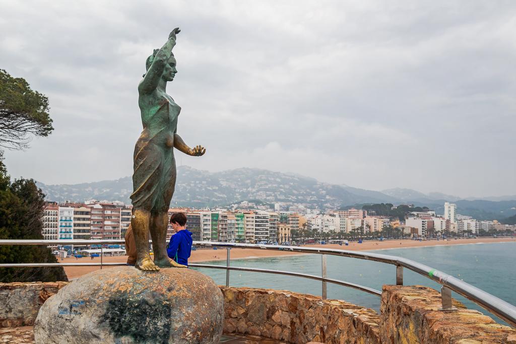 Памятник жене рыбака в Льорет Де Мар. Lloret De Mar