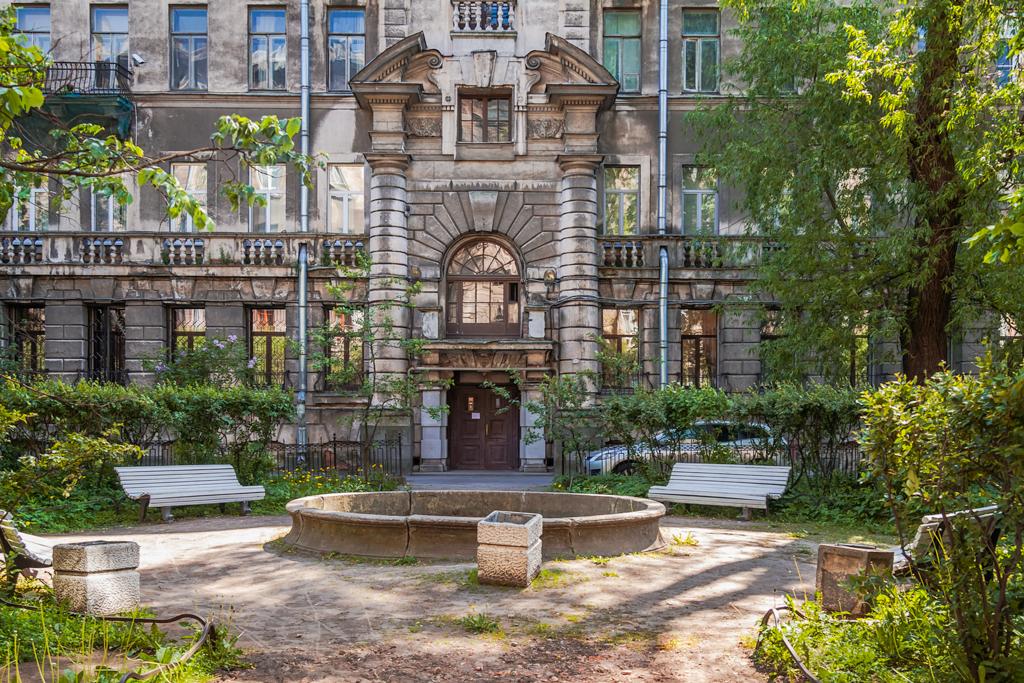 Сад Сен Жермен во дворах Литейного проспекта