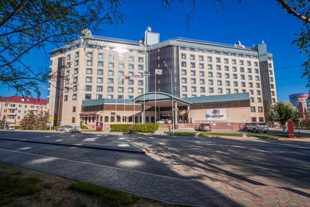 отель Double Tree by Hilton в Тюмени, здание