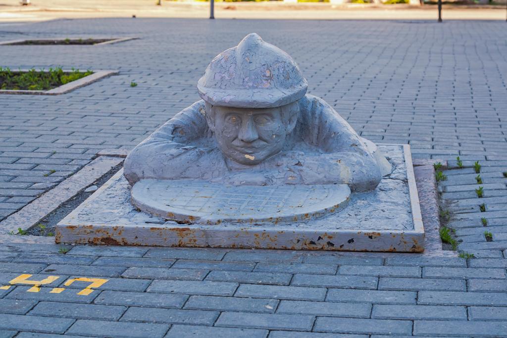 Памятник сантехнику Васе, Тюмень