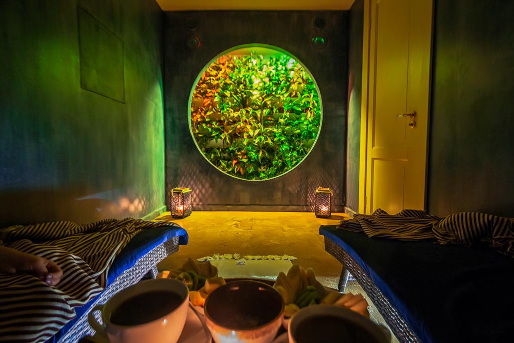Зеленая комната отдыха и релакса в Амовео СПА на Парке Победы