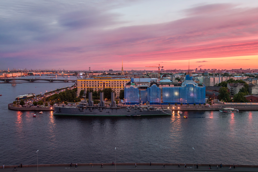 крейсер Аврора на закате вид сверху