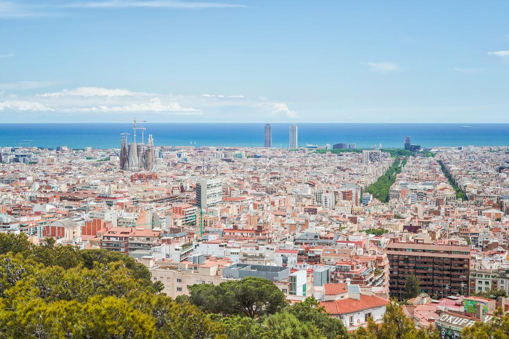 Вид с парка Гуэль на Барселону