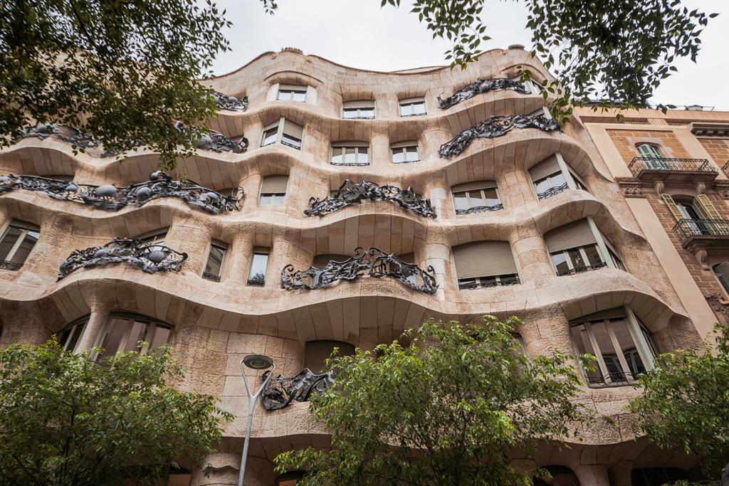 Дом Мила и архитектура Гауди