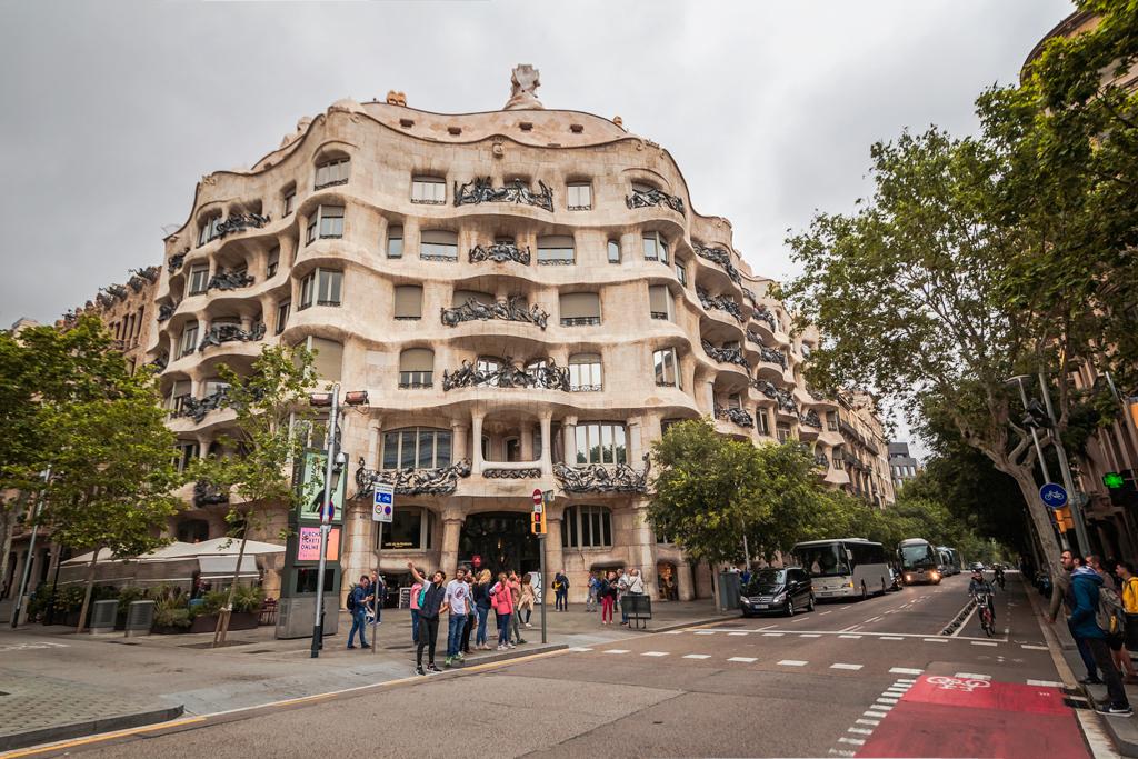 Дом Мила в Барселоне и архитектура Гауди