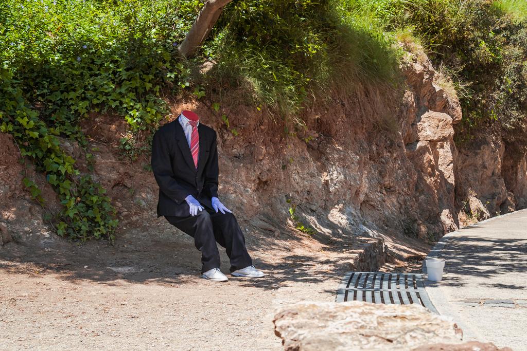 Человек без головы в Парке Гуэль