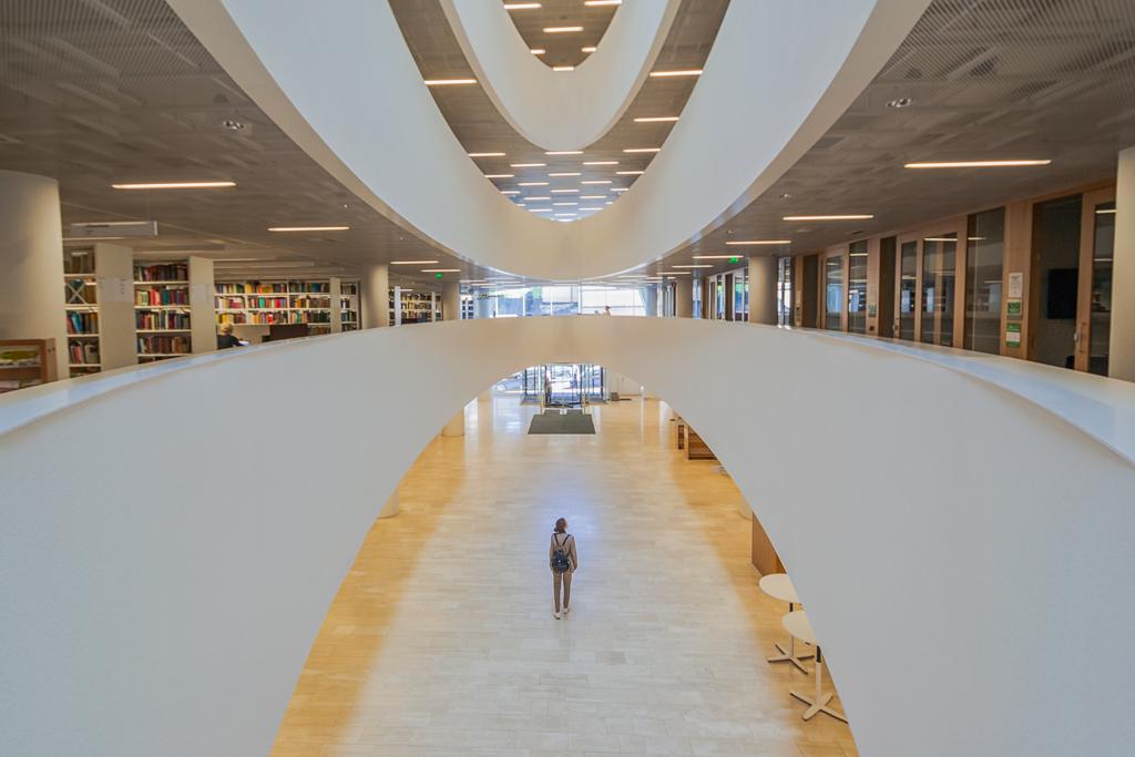 Лучшие места для съемки в Хельсинки, instagram фото в библиотеке в доме «Кайса»