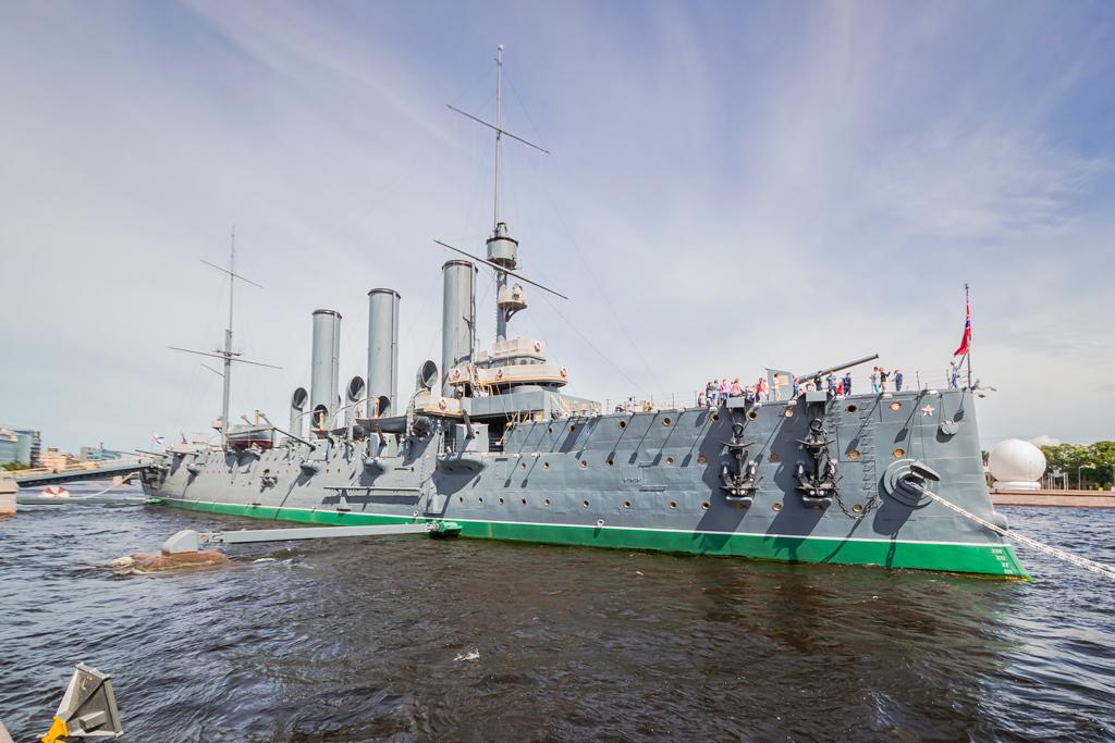крейсер Аврора на вечном приколе у Петровской набережной