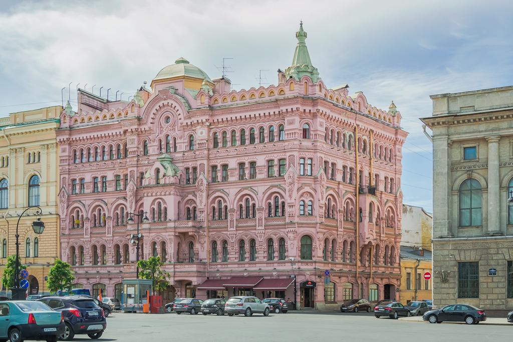 Доходный дом Н.П. Басина на площади Островского
