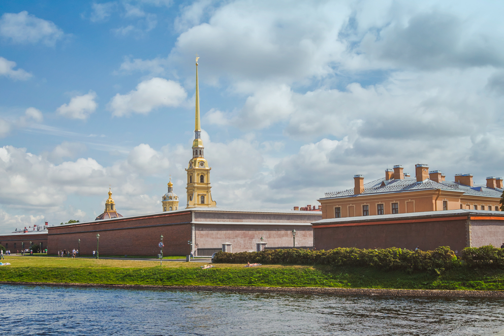 Питер, Петропавловская крепость солнечный день в хорошем качестве
