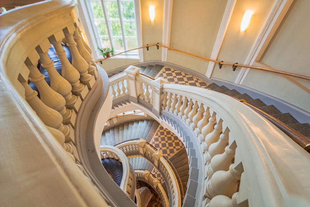 Лестница в музее естествознания в Хельсинки