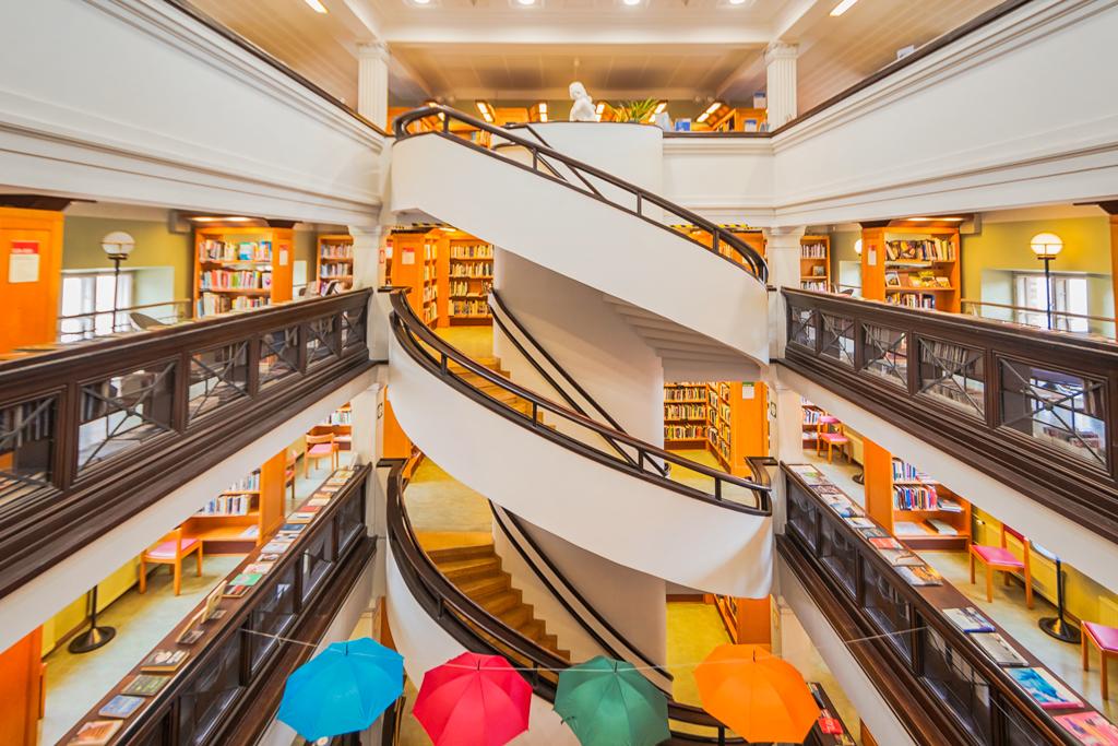 Лестница в библиотеке Рикхардинкату