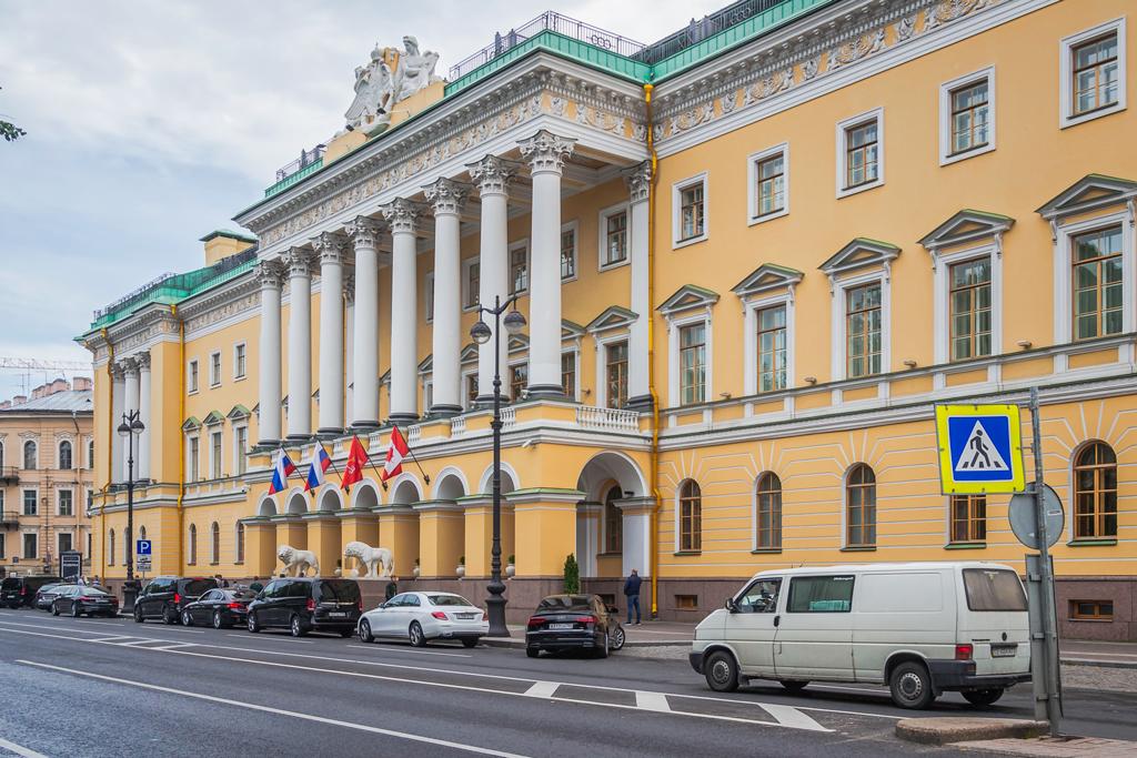 Продаю дворец. Цена 1 рубль