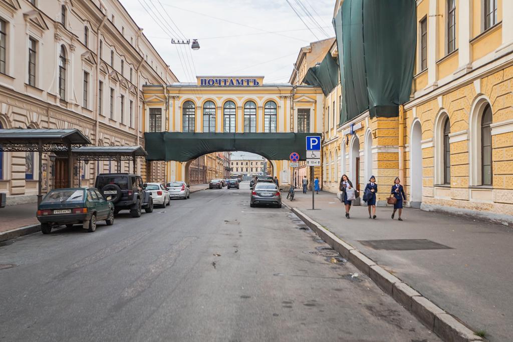 Главпочтамт на Почтамтской улице в Петербурге. История появления перехода