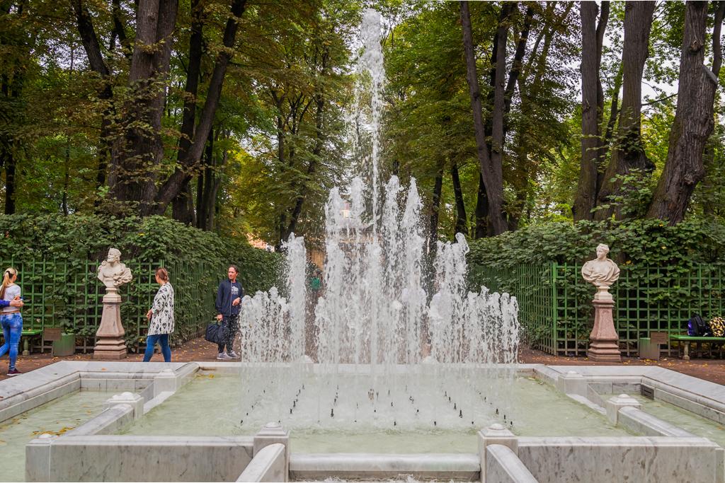 Фонтаны летнего сада в Петербурге