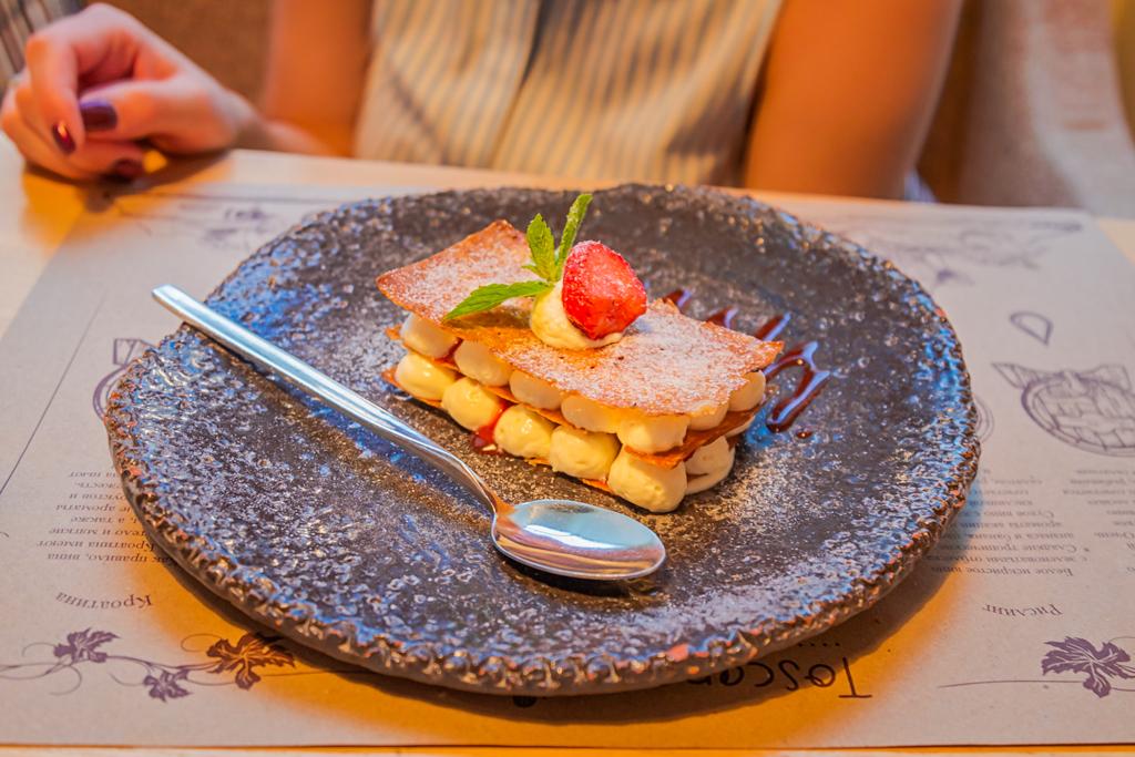 Мильфей с ванильным кремом в ресторане Тоскана Гриль в Санкт-Петербурге