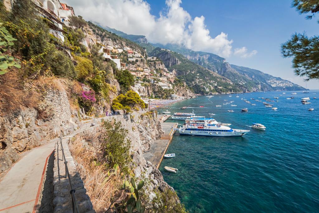 Порт в Позитано, паромы на Капри и Искью