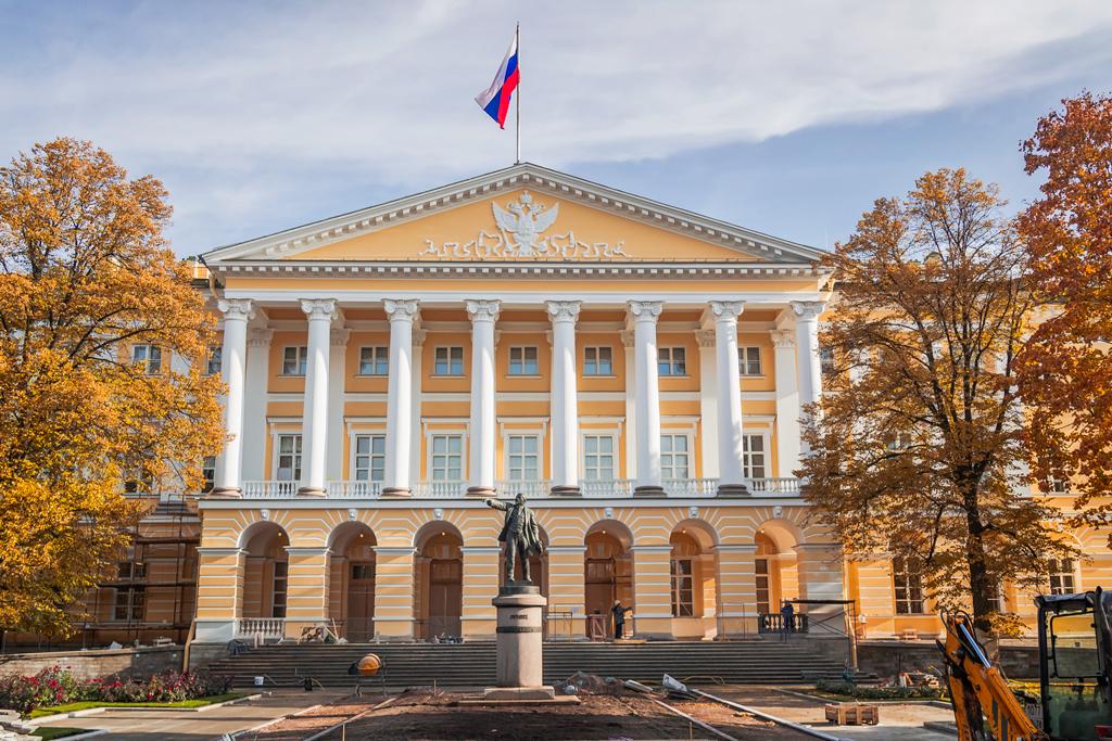Ленин и Смольный институт, история и легенды