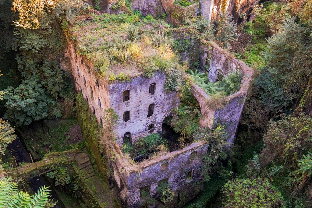 Долина мельниц в Сорренто, Италия