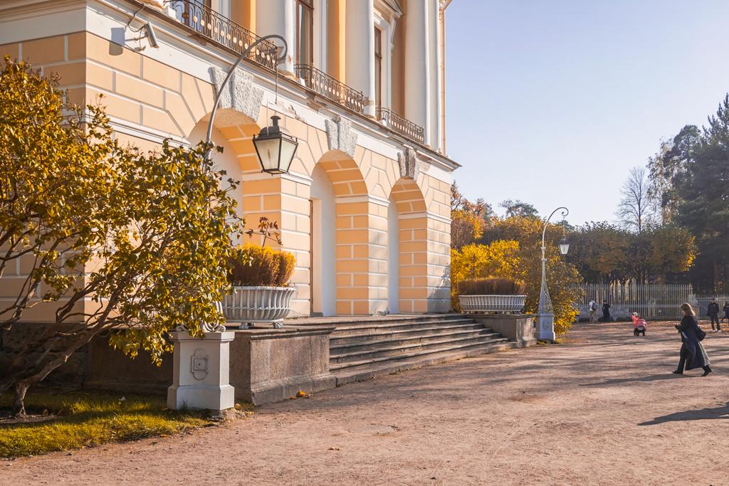 Павловский дворец осенью