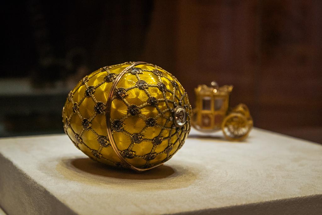 Коронационное яйцо Фаберже в музее Фаберже в Петерубрге, фото, хорошее качество