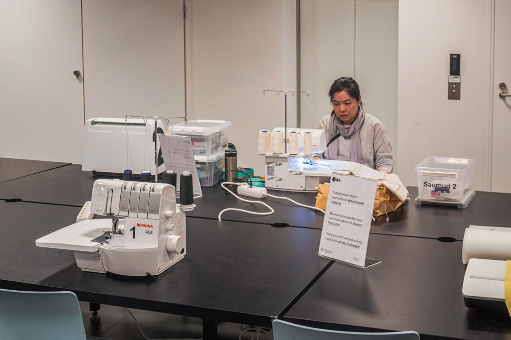 Швейные машинки в библиотеке Oodi в Хельсинки